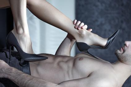 Steht er auf Sex mit Schuhen? Oder mit Füßen?