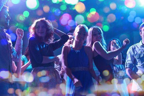 Frauen in der Disco oder beim Ausgehen ansprechen