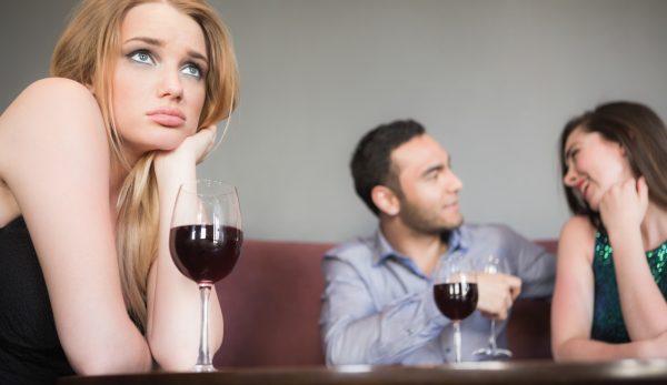 Allein im Lokal zu sitzen, ist Scheiße, wenn da sonst lauter glückliche Paare sind