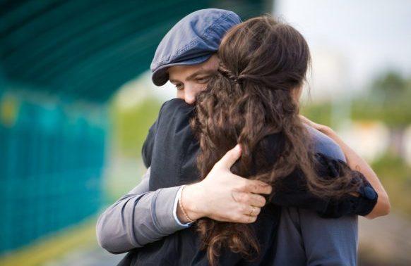 Sie lässt sich von mir umarmen, sogar recht eng