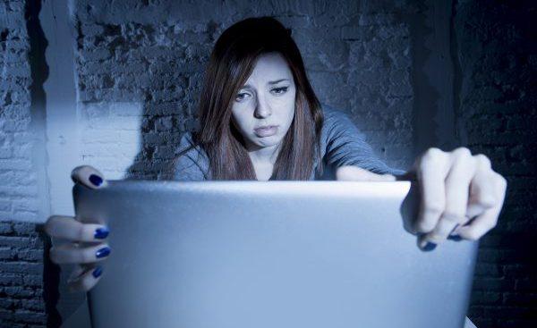 Auch im Internet gibt es Stalking - Online-Stalking - zum Beispiel auf Partnerbörsen
