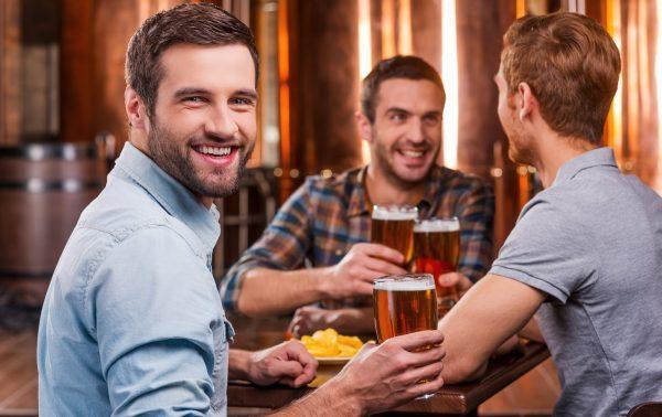 Was sind die besten Orte, um Männer kennen zu lernen? Kneipen, Bars, Pubs?